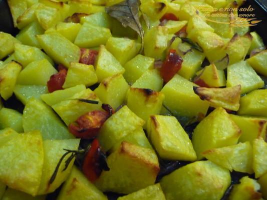 polpettone ripieno con contorno di patate al forno