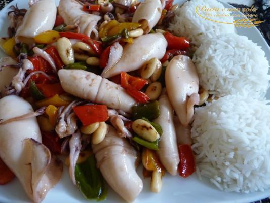 calamaretti con peperoni saltati nel wok