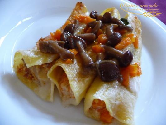 Cannelloni ripieni di zucca, funghi, ricotta e salsiccia