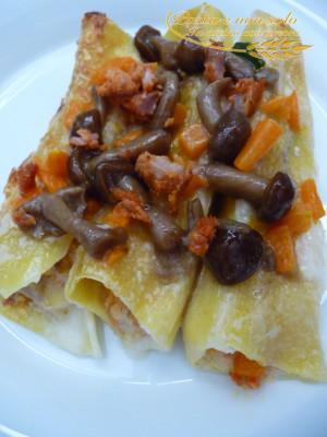 Cannelloni ripieni di zucca, funghi,ricotta e salsiccia