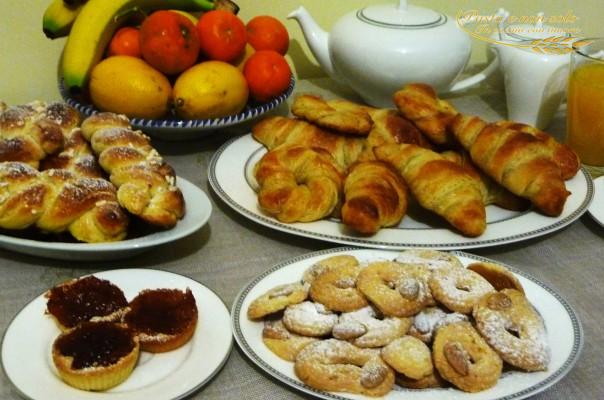 Croissant con il lievito madre, treccine soffici con il lievito madre, biscottini all'arancia di frolla montata