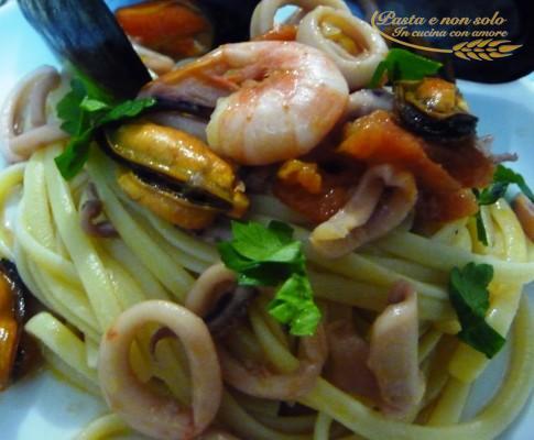 Linguine cozze gamberi e calamari