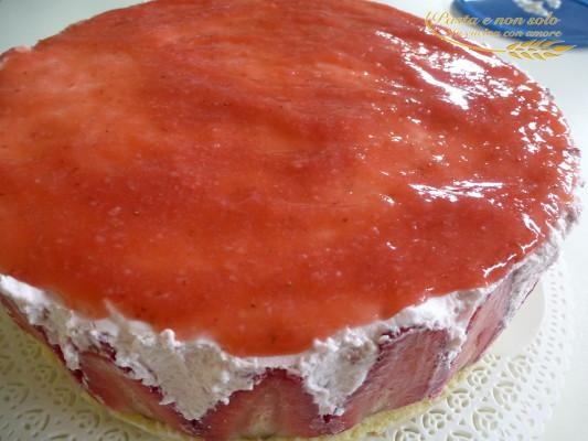 Semifreddo di fragole con meringa e panna