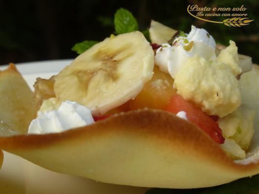 Cestini con zabaione e frutta fresca