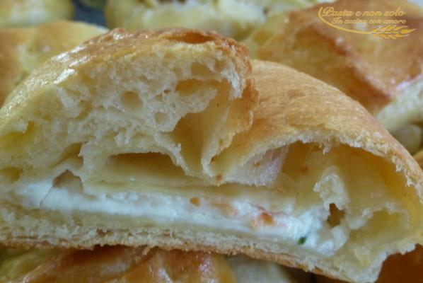 fagottini ripieni con crema di formaggio e salmone