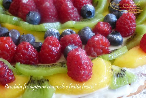 crostata frangipane con mele e frutta fresca2