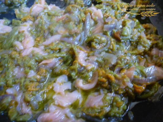 gnocchi di patate con fiori di zucca e salmone