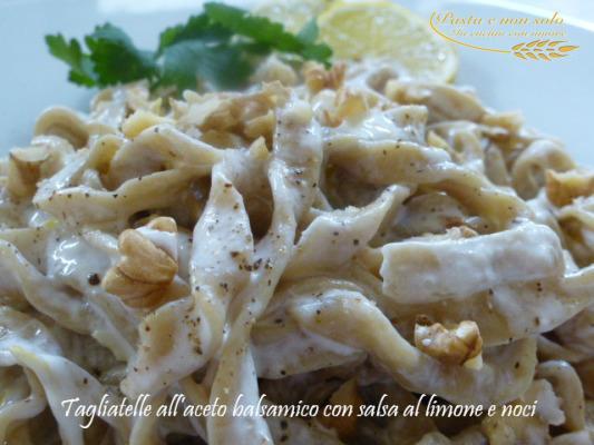 tagliatelle all'aceto balsamico con salsa di limone e noci1
