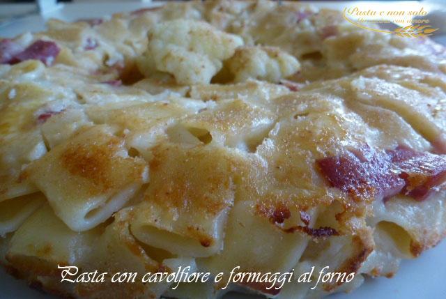 pasta con cavolfiore e formaggi al forno