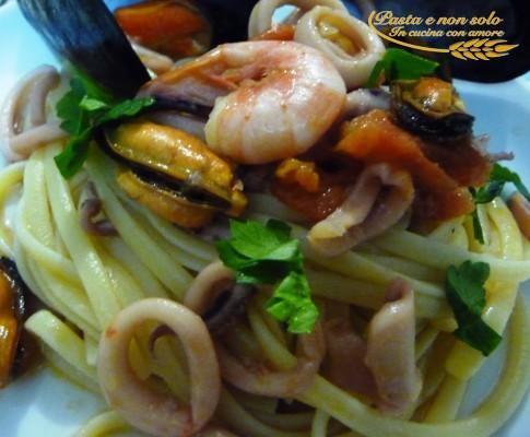 Linguini with mussels, squid and shrimp