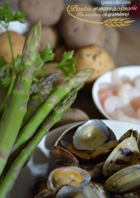gnocchi con asparagi vongole e gamberi