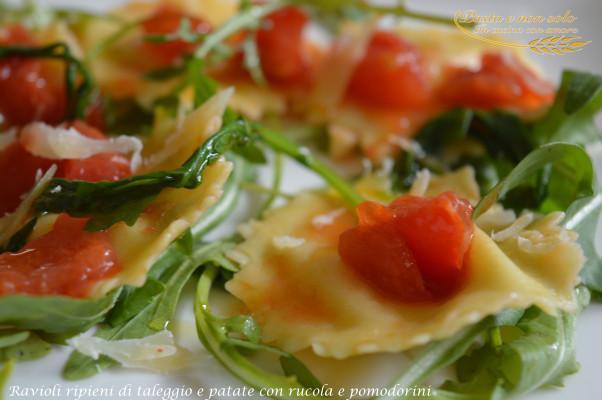 ravioli ripieni di taleggio e patate con rucola e pomodorini
