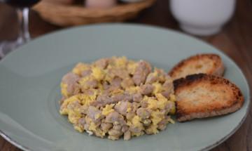 carne di maiale e uova