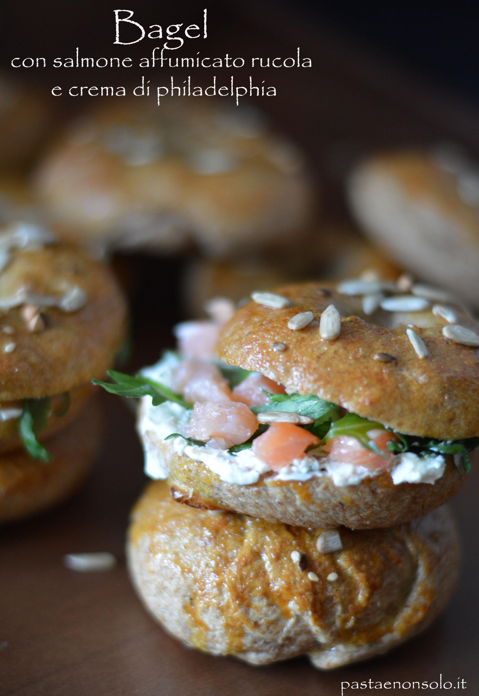 bagel con salmone affumicato rucola e crema di philadelphia