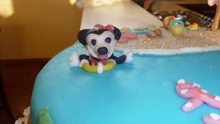Torta Minnie in mezzo al mare