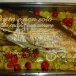 Ricciola al forno su letto di patate e pomodorini