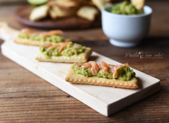 Ricetta Guacamole E Salmone.Crackers A Lievitazione Naturale Con Salsa Guacamole E Salmone Affumicato Pasta E Non Solo