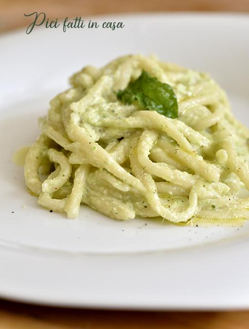 Pici con pasto di zucchine e ricotta